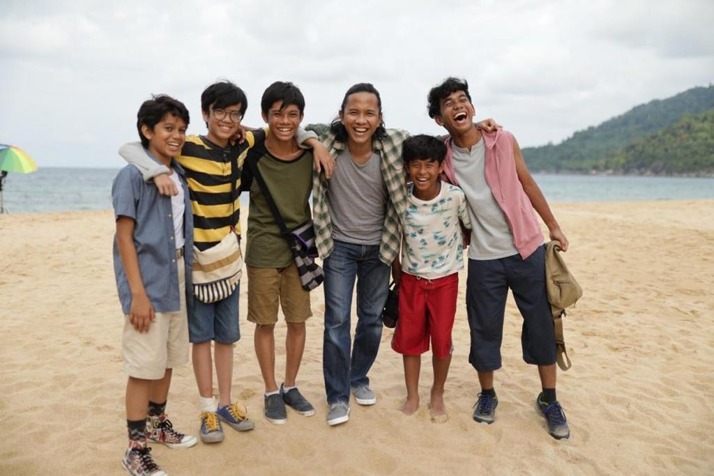 Omar with group of boys on beach blog 3